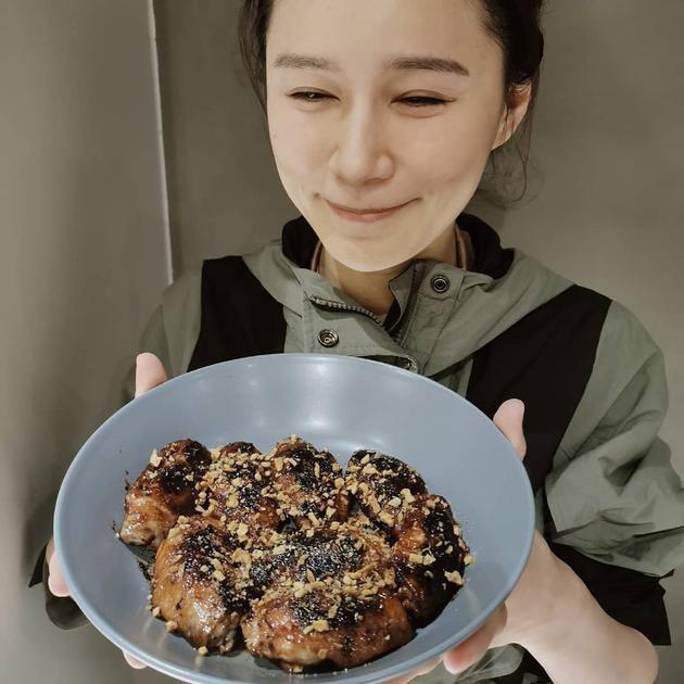 【波多野结衣】萧正楠白色情人节复工 叮嘱老婆黄翠如:不要饿死