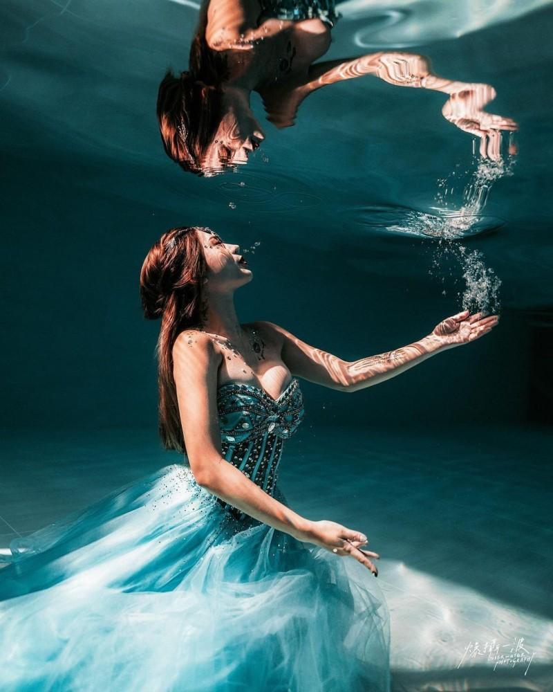 【波多野结衣】潜水教练「柔e」人鱼公主姿态好优雅水底下的火辣身材太性感