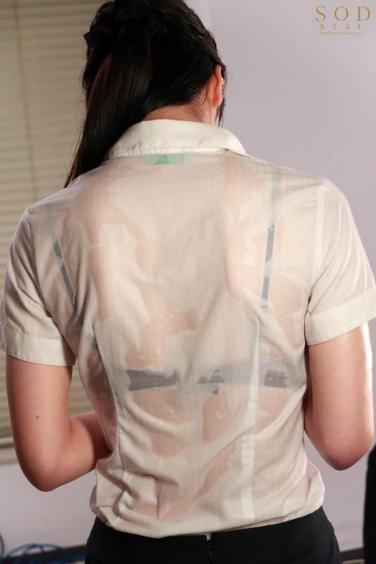 【波多野结衣】STARS-242:淋湿的女上司本庄铃被下属推倒在桌子上狂舔。